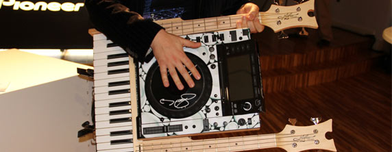 pioneer Pioneer DJ and VH1 Show Off Celebrity Designed Turntables