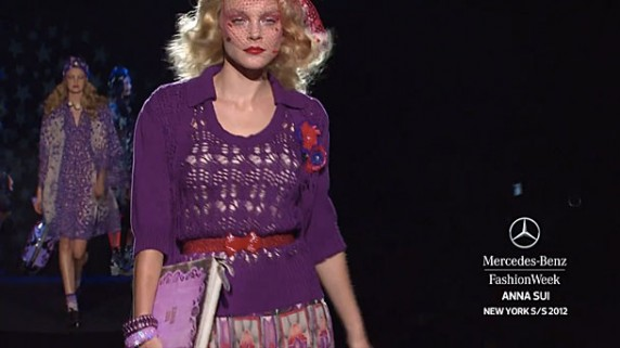 e1316096671 572x321 Anna Sui Previews iPad and MacBook Cases at Fashion Week