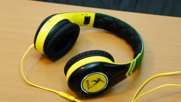 DSC00804 620x350 Soul SL300 Usain Bolt Signature Series Over Ear Headphones Review