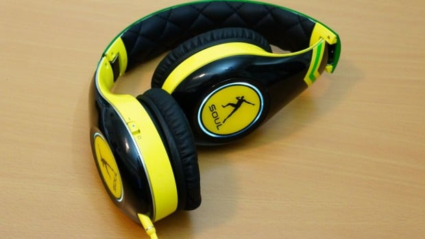 DSC008051 620x350 Soul SL300 Usain Bolt Signature Series Over Ear Headphones Review