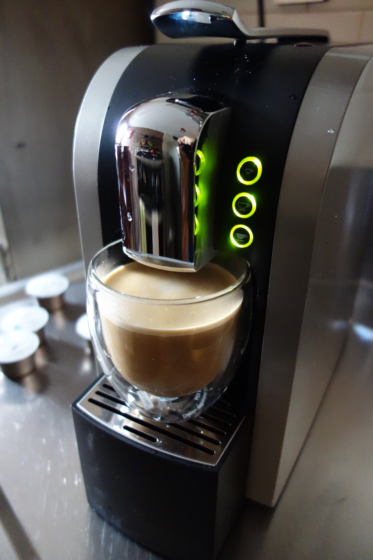 DSC01451 Starbucks Verismo System 580 Review   Make the Perfect Grande Caffè Latte at Home
