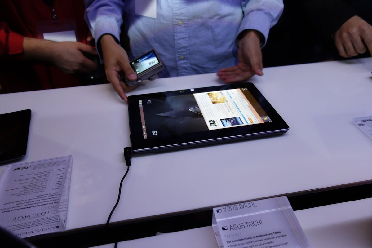 DSC02037 Multi Screen ASUS TAICHI Ultrabook Offers a Dual Personality [Hands on]