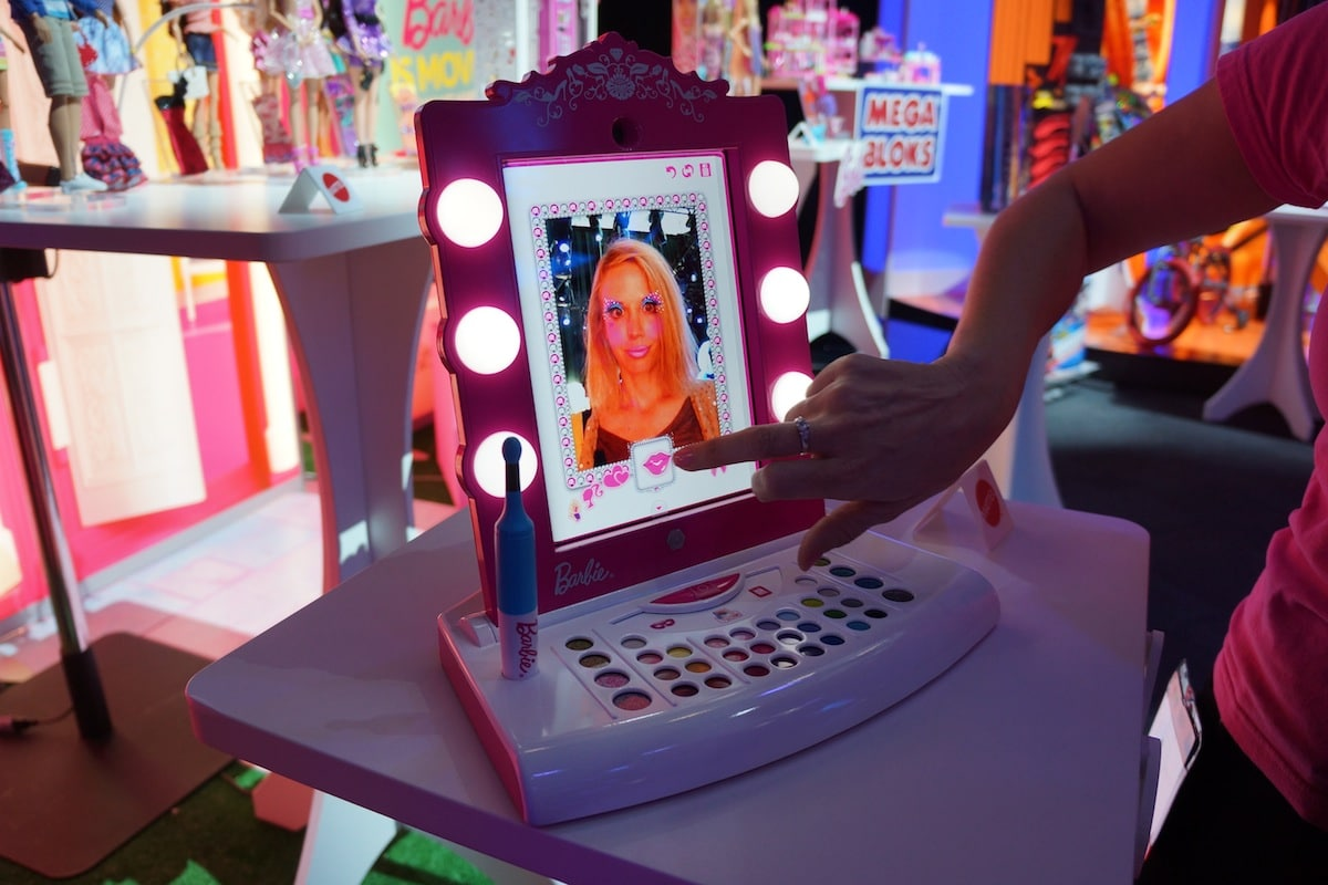 DSC01847 Barbie Digital Makeover Mirror Transforms the iPad into a Virtual Vanity Frame