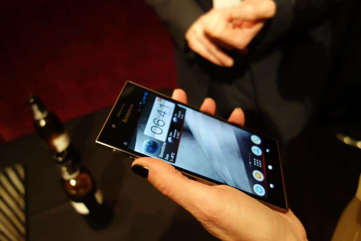DSC04239 Intel Powered Lenovo IdeaPhone K900 Smartphone Shown Off at MWC 2013 [Hands on]