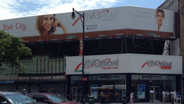 photo 31 620x350 Jennifer Lopez Opens First Viva Movil Store in Brooklyn