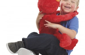 Big Hugs Elmo - lifestyle2 (1)