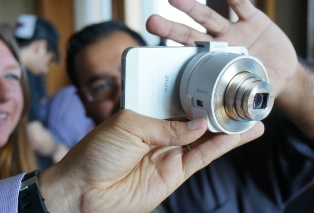 DSC01121 620x420 Sony QX Lens Style Series Transform Smartphones into REAL Cameras [Hands on]