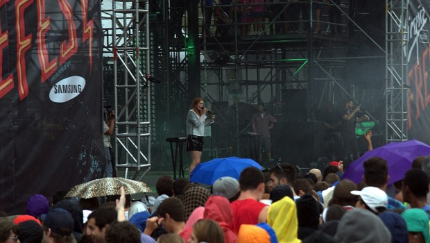 DSC 0329 620x350 Concert Revelers Kiss the Rain at Virgin Mobile FreeFest 2013