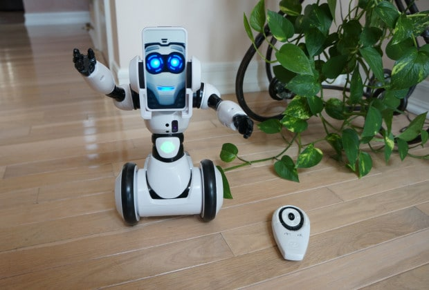 DSC05235 620x420 Wowwee RoboMe Robot is a Wall E Wannabe: Review