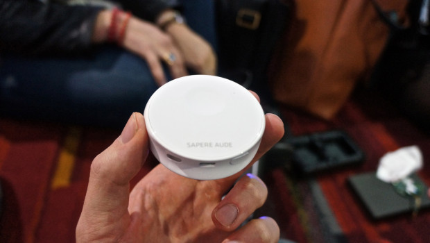 DSC06377 620x350 Pocket Sized Scanadu is a Tricorder for the 21st Century [Video]