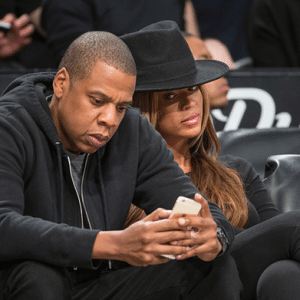 beyone-jay-z-phone-look