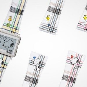 peanuts-65th-anniversary-epson-smart-canvas-watch-1